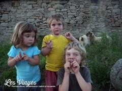 <h5>Acollim les ovelles</h5><p>L&#039;Ainara, el Teo i el Nael feliços per l&#039;arribada de les ovelles</p>